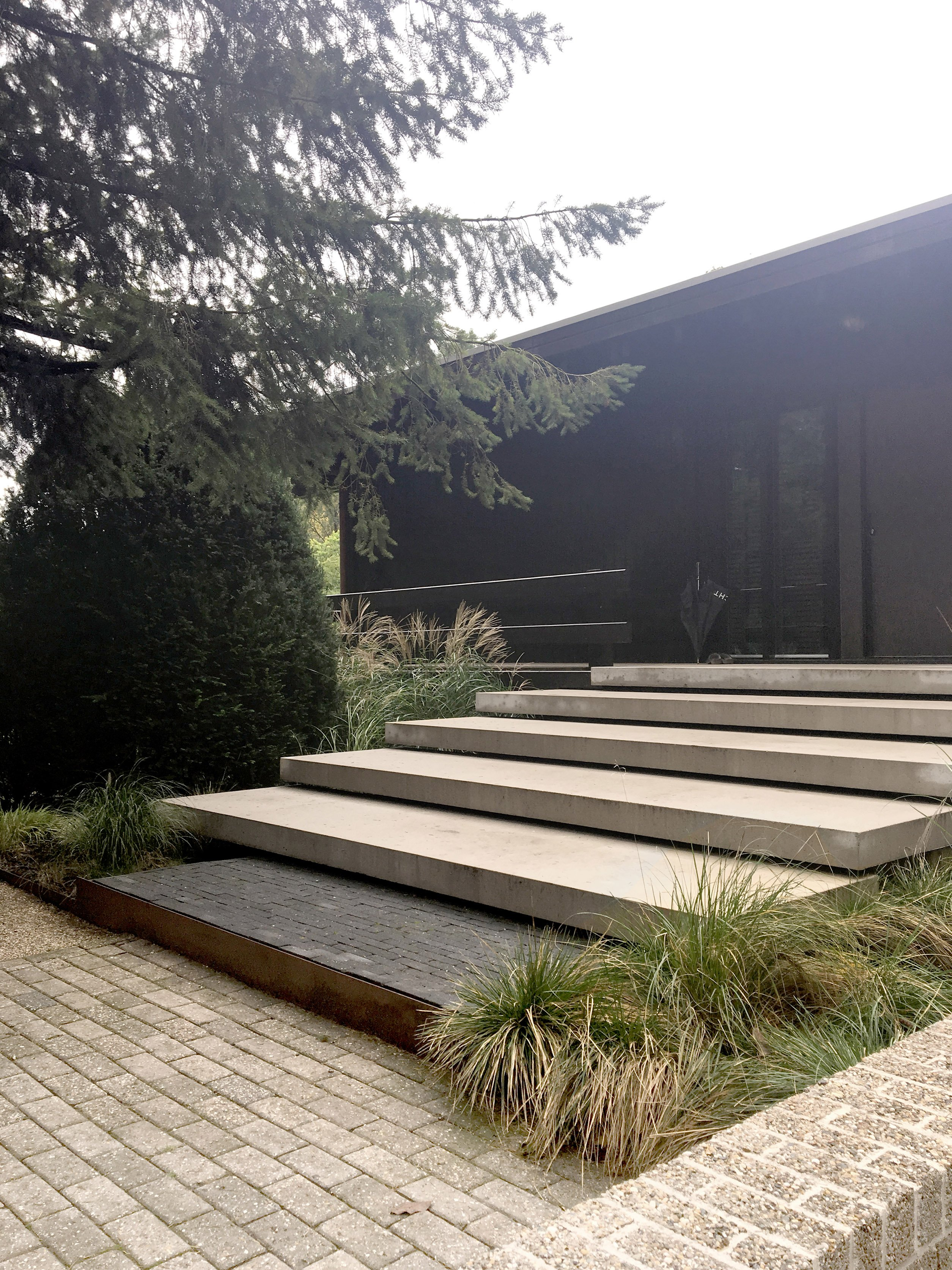 minimalistic - contemporary entrance design  | garden architecture by Andrew van Egmond
